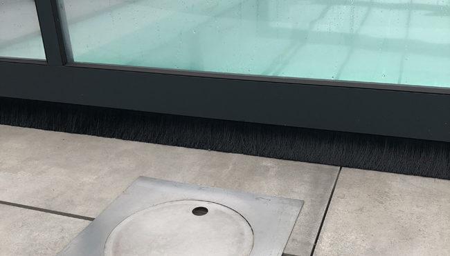 Découpe laser sur-mesure de bonde de fond en inox pour piscine et grille caniveau