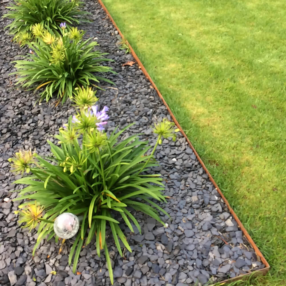 Bordure en acier corten pour parterre de fleurs